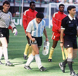 Match-against-Cameroon,-WC-1990---Parti-do-ante-Camerun-en-el-Mundial-90-t