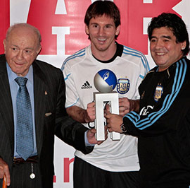 With-Lionel-Messi-and-Alfredo-Di-Stefano,-Argentine-legends---Con-Leo-Messi-y-Alfredo-Di-Stefano-t